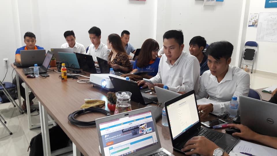 Học Kinh Doanh Online Binh Duong